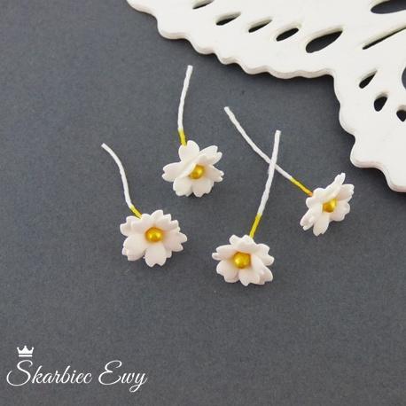 kwiatuszki kwiatki z foarmiranu do biżuterii małe białe