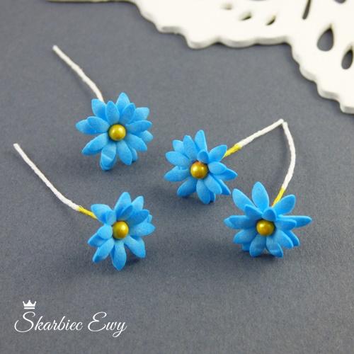 kwiatuszki kwiatki z foarmiranu niebieskie stokrotki do biżuterii