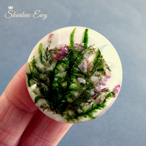 kaboszon handmade z żywicy suszone kwiaty fasetowany