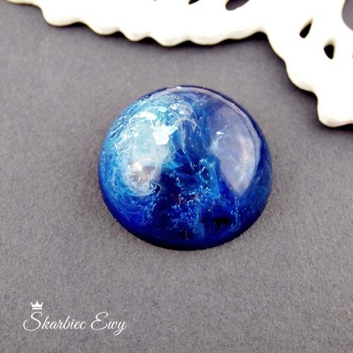 kaboszon handmade z żywicy kosmos efekt 3d niebieski