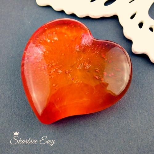 kaboszony handmade z żywicy kosmos efekt 3d serce