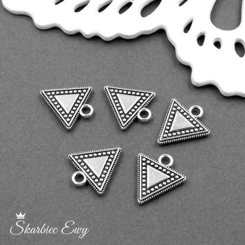 zawieszka metalowa ozdobna trójkąt